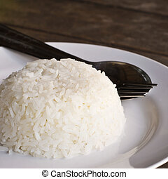 Place the rice in a dish on the table