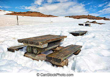 place to rest in the Norwegian mountains - table and benches...