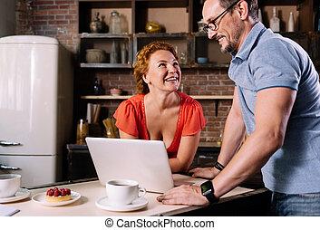 placer partout, femme, ordinateur portable, homme