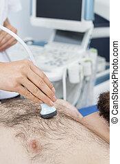placerande, läkare, sondera, patient's, ultraljud, bröstkorg, kvinnlig
