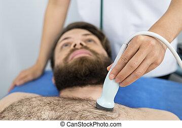 placerande, läkare, sondera, patient's, ultraljud, bröstkorg, manlig