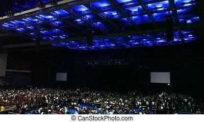 plafond, concert, gens, chaises, revue, salle
