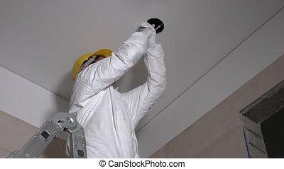 plafond, installation, lumière, habile, trous, constructeur, confection, placoplâtre, homme