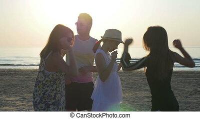 plage, amis, levers de soleil, danse