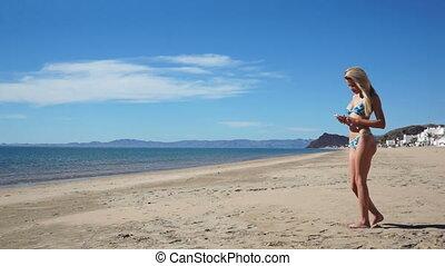 plage, bikini, texting, girl