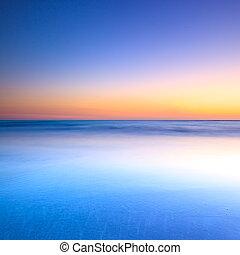 plage blanche, bleu, océan, sur, crépuscule, coucher soleil