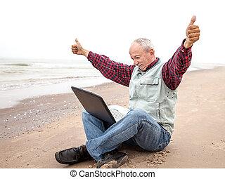 plage, cahier, vieil homme