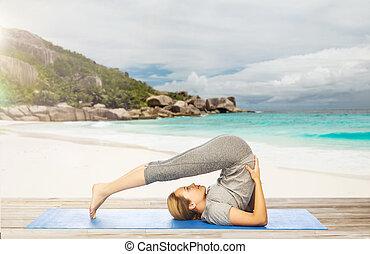charrue pose yoga entiers coup sportif posture