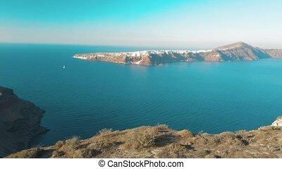 plage, clair, île, bourdon, aérien, eau mer, bleu, sablonneux, santorini, grèce, cyclades, vidéo, ciel