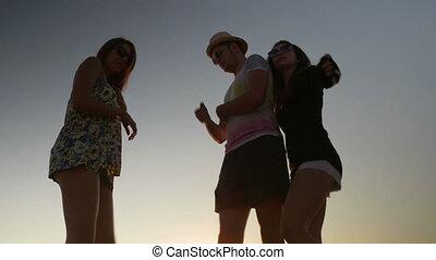 plage coucher soleil, amis, trois, danse