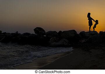 plage coucher soleil, fille, mère