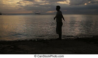 plage coucher soleil, silhouette, famille