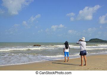 plage, deux femmes
