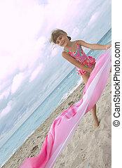 plage, enfant joue