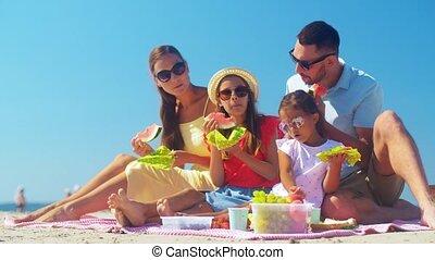plage, famille, heureux, été, pique-nique, avoir