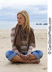 plage, femme, musique écouter