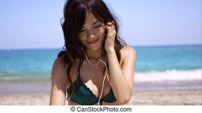 plage, femme, musique, jeune, écoute