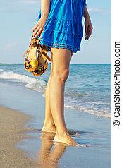 plage, femme, sandales, tenue, elle
