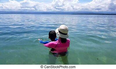 plage., fille, famille, mère, amusement, avoir, heureux