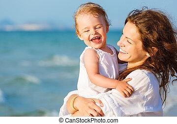 plage, fille, mère
