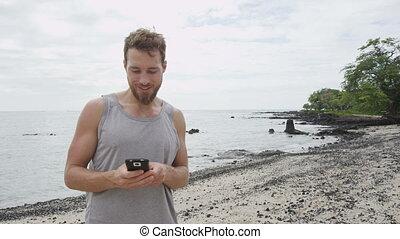 plage, fitness, homme, app, téléphone, regarder