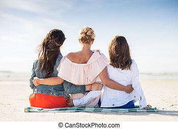 plage, groupe, jeune, étreindre, femmes