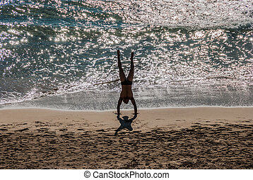plage, homme, yoga, jeune, handstand
