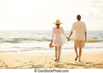 plage, marche, coucher soleil, couple, mûrir