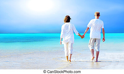 plage, marche, couple, hands., tenue, vue postérieure