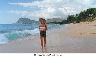plage, marche femme, 4k