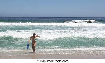 plage, marche femme