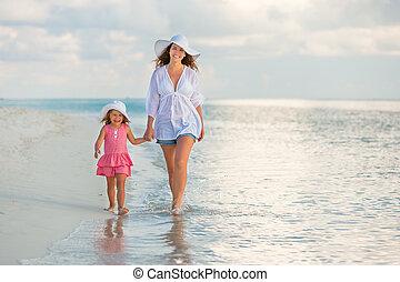 plage, marche, fille, mère