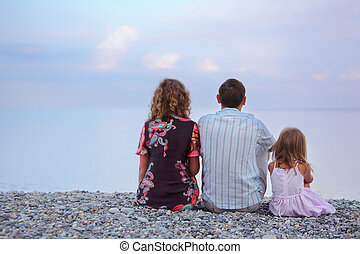 plage, peu, famille, s'installer, girl, pierreux, heureux