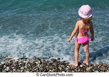 plage, peu, stands, girl, vue postérieure