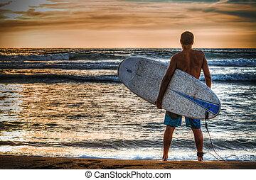 plage, planche surf, tenue, surfeur