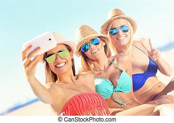 plage, prendre, amis, groupe, selfie