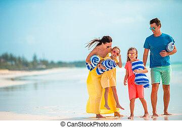 plage, quatre, vacances famille, jeune