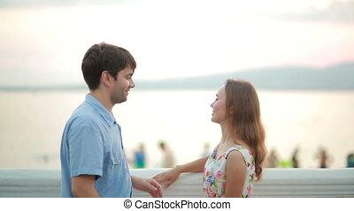 plage., romantique, gens, coupler embrasser, agréable, heureux