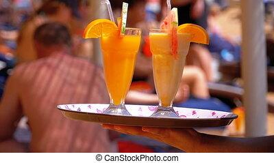 plage, servir, serveur, jus, egypt., exotique, plateau avoirs, boissons