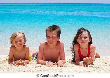 plage, trois, mensonge, enfants