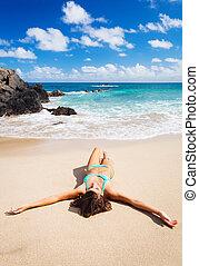 plage tropicale, délassant, femme, beau