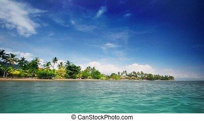 plage tropicale, (left)