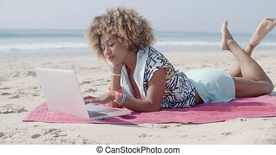 plage, utilisation, femme, informatique