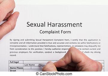 plainte, formulaire, main, remplissage, humain, harcèlement, sexuel