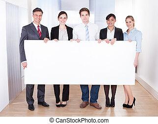 plakkaat, businesspeople, vasthouden, leeg