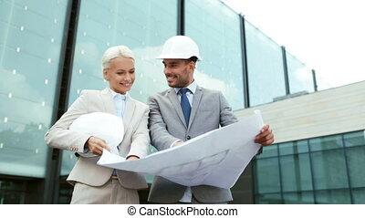 plan, casques, sourire, hommes affaires
