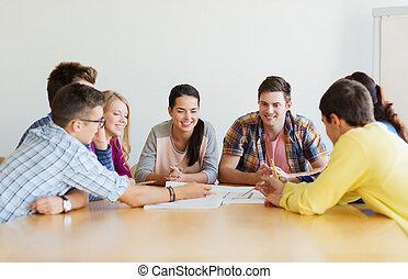 plan, studenci, uśmiechanie się, grupa