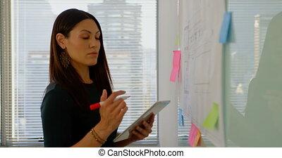 planche, côté, numérique, vue, femme, fonctionnement, cadre, tablette, caucasien, 4k, verre, jeune