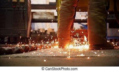 plancher, brûler, ouvrier, pieds, construction, scintillements, tomber, plant.