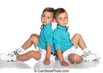 plancher, installez-vous, deux garçons, petit